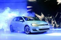vw-golf-vii-bluemotion-paris-2012-13